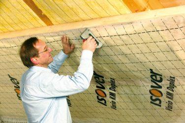 Как правильно крепить пароизоляцию на потолок?
