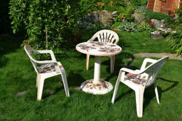 Как отреставрировать пластиковую садовую мебель?
