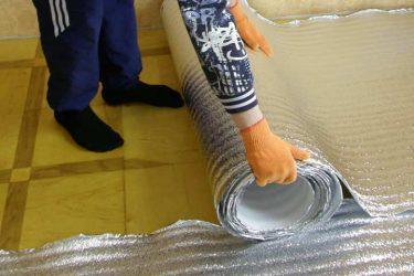 Как стелить утеплитель с фольгой под линолеум?