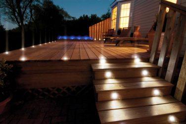 Светодиодная подсветка на дачных лестницах