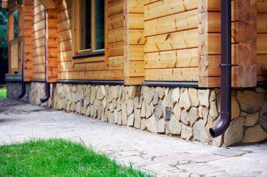 Чем отделать цоколь дома снаружи?