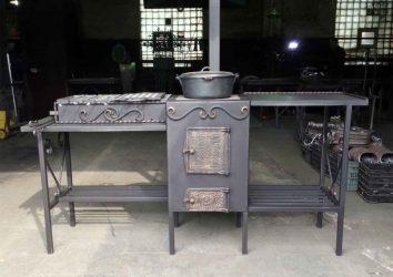 Металлическая печь мангал с казаном и столешницей