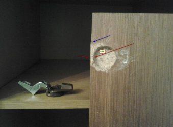 Ремонт двери шкафа вырвало петлю