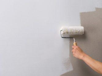 Обязательно ли штукатурить стены перед поклейкой обоев?